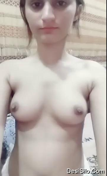 Small tits desi babe showing her white perfect body srilankan new porn